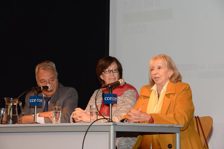 Ministra Muñoz en mesa de autoridades.