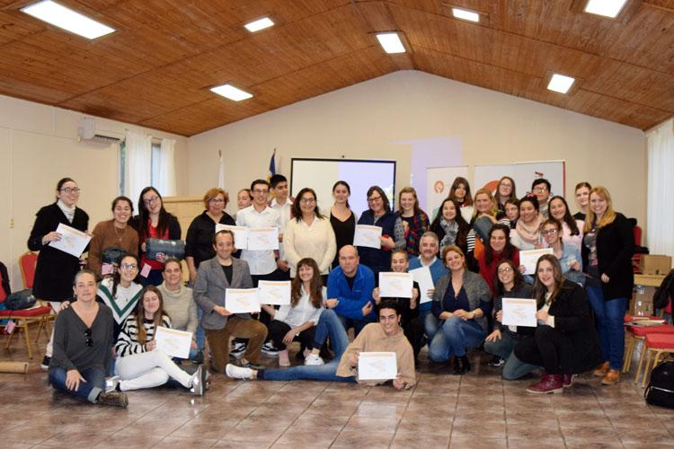 estudiantes con diplomas